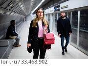 Купить «Female passenger waiting for subway train», фото № 33468902, снято 11 июля 2020 г. (c) Яков Филимонов / Фотобанк Лори