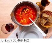 Купить «Chickpeas's soup with pepper and beef tripe, dish of spanish cuisine», фото № 33469162, снято 10 июля 2020 г. (c) Яков Филимонов / Фотобанк Лори