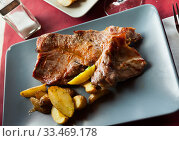 Купить «Tasty cooked fried pork with fried potatoes at plate», фото № 33469178, снято 4 апреля 2020 г. (c) Яков Филимонов / Фотобанк Лори