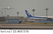 Купить «Airbus A380 approaching in Frankfurt», видеоролик № 33469518, снято 19 июля 2017 г. (c) Игорь Жоров / Фотобанк Лори