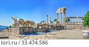 Agora in the Pergamon Ancient City, Turkey (2019 год). Редакционное фото, фотограф Sergii Zarev / Фотобанк Лори
