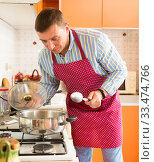Купить «Man checking pot with boiling soup», фото № 33474766, снято 17 августа 2019 г. (c) Яков Филимонов / Фотобанк Лори