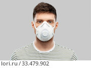 Купить «man in protective medical mask or respirator», фото № 33479902, снято 21 марта 2020 г. (c) Syda Productions / Фотобанк Лори