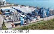 Купить «Top view of the chemical plant and the surrounding area», видеоролик № 33480434, снято 24 ноября 2019 г. (c) Яков Филимонов / Фотобанк Лори