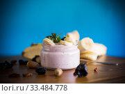 Купить «home sweet banana yogurt in a glass jar», фото № 33484778, снято 1 апреля 2020 г. (c) Peredniankina / Фотобанк Лори