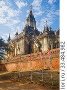 Купить «У древнего буддистского храма Gaw Daw Palin Phaya солнечным днем. Баган, Мьянма (Бирма)», фото № 33484982, снято 23 декабря 2016 г. (c) Виктор Карасев / Фотобанк Лори