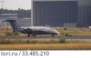 Купить «Turboprop airplane before departure», видеоролик № 33485210, снято 19 июля 2017 г. (c) Игорь Жоров / Фотобанк Лори
