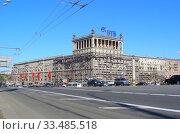 Купить «Десятиэтажный семнадцатиподъездный кирпичный жилой дом, построен в 1940 году. Кутузовский проспект, 35. Район Дорогомилово. Город Москва», эксклюзивное фото № 33485518, снято 9 мая 2011 г. (c) lana1501 / Фотобанк Лори