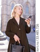 Business woman with cellphone on the street of a european city. Стоковое фото, фотограф Яков Филимонов / Фотобанк Лори