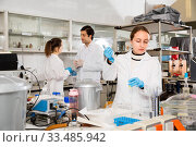 Купить «Female student performing experiments in university laboratory, using mechanical lab pipette for mixing chemicals», фото № 33485942, снято 28 ноября 2018 г. (c) Яков Филимонов / Фотобанк Лори
