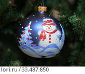 Елочная игрушка. Шар со снеговиком. Стоковое фото, фотограф Denis Kh. / Фотобанк Лори