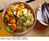 Купить «Polish stew of pork ribs and sauerkraut», фото № 33501602, снято 5 июля 2020 г. (c) Яков Филимонов / Фотобанк Лори