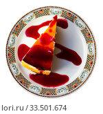 Купить «Slice of delicious cheesecake with berries jam», фото № 33501674, снято 6 июля 2020 г. (c) Яков Филимонов / Фотобанк Лори