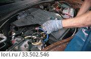 Купить «Auto repair shop - young man worker holding a cap of a big detail under the car hood», видеоролик № 33502546, снято 8 апреля 2020 г. (c) Константин Шишкин / Фотобанк Лори