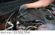 Купить «Auto repair shop - man worker disconnect the throttle assembly under the car hood», видеоролик № 33502554, снято 31 мая 2020 г. (c) Константин Шишкин / Фотобанк Лори