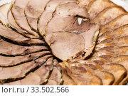 Запечённая мясная нарезка лежит на тарелке. Стоковое фото, фотограф Игорь Низов / Фотобанк Лори
