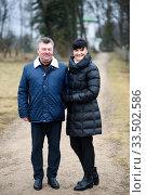 Купить «Счастливые мужчина и женщина среднего возраста на прогулке», эксклюзивное фото № 33502586, снято 9 марта 2020 г. (c) Игорь Низов / Фотобанк Лори