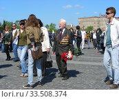 Купить «Ветеран Великой Отечественной войны во время праздника Победы 9 мая на Поклонной горе в Москве», эксклюзивное фото № 33508374, снято 9 мая 2011 г. (c) lana1501 / Фотобанк Лори