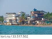 Прибрежный пейзаж Хиккадувы солнечным днем. Шри-Ланка. Редакционное фото, фотограф Виктор Карасев / Фотобанк Лори