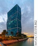 Doha, Qatar - Nov 19. 2019. Exterior Lagoon Mall - shopping center and office buildings. Редакционное фото, фотограф Володина Ольга / Фотобанк Лори