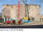 Construction site for the new office building Enter Berlin in Max-Urich-Strasse at the corner of Ackerstrasse in Berlin-Gesundbrunnen (2019 год). Редакционное фото, агентство Caro Photoagency / Фотобанк Лори