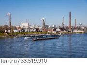 Freight ships sail on the Rhine near Duisburg-Homberg, Duisburg, North Rhine-Westphalia, Germany. Редакционное фото, агентство Caro Photoagency / Фотобанк Лори