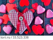 Купить «Red hearts and chocolate candy on a table», фото № 33523338, снято 6 июня 2020 г. (c) age Fotostock / Фотобанк Лори