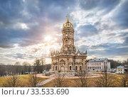 Купить «Знаменская церковь в Дубровицах Znamenskaya Church in Dubrovitsy», фото № 33533690, снято 21 марта 2020 г. (c) Baturina Yuliya / Фотобанк Лори