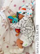 Smiling a newborn baby five days old (2019 год). Редакционное фото, фотограф Василий Кочетков / Фотобанк Лори