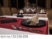 Купить «A few empty tables in the restaurant on Monday evening», фото № 33536658, снято 2 октября 2019 г. (c) Олег Белов / Фотобанк Лори
