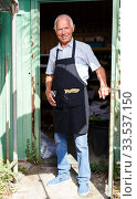 Купить «Happy man in doorway of garden shed», фото № 33537150, снято 13 июня 2018 г. (c) Яков Филимонов / Фотобанк Лори