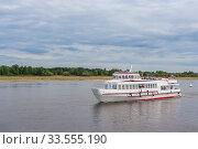 Купить «Boat trip on the river», фото № 33555190, снято 30 июня 2019 г. (c) Дмитрий Тищенко / Фотобанк Лори