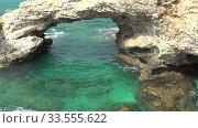Zoom video of Love Bridge at Cape Greco. Cyprus. Стоковое видео, видеограф Serg Zastavkin / Фотобанк Лори