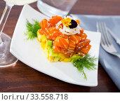 Tuna tartar in form of cube. Стоковое фото, фотограф Яков Филимонов / Фотобанк Лори