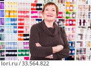 Portrait of mature female which is doing shopping. Стоковое фото, фотограф Яков Филимонов / Фотобанк Лори
