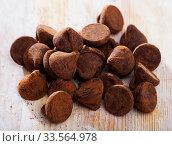 Chocolate truffle candies on wooden table. Стоковое фото, фотограф Яков Филимонов / Фотобанк Лори