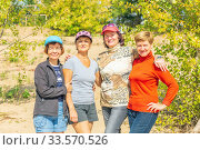 Group of elderly beautiful tourists have fun in nature. Стоковое фото, фотограф Акиньшин Владимир / Фотобанк Лори