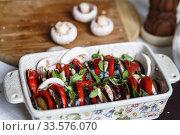 Купить «Vegetarian casserole with eggplant, basil, mushrooms, tomatoes and cheese», фото № 33576070, снято 3 сентября 2015 г. (c) Ирина Мойсеева / Фотобанк Лори