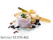home sweet banana yogurt in a glass jar. Стоковое фото, фотограф Peredniankina / Фотобанк Лори