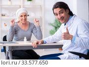 Купить «Young male doctor and female oncology patient», фото № 33577650, снято 5 апреля 2019 г. (c) Elnur / Фотобанк Лори