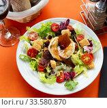 Купить «Salad with goat cheese», фото № 33580870, снято 27 мая 2020 г. (c) Яков Филимонов / Фотобанк Лори