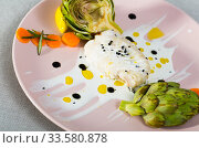 Deliciously fillet of fried horse-mackerel with sauce and artichokes. Стоковое фото, фотограф Яков Филимонов / Фотобанк Лори