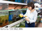 Woman washing glass of aquariums. Стоковое фото, фотограф Яков Филимонов / Фотобанк Лори