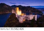 Купить «Aerial view of Niedzica Castle at twilight, Poland», фото № 33582426, снято 11 марта 2020 г. (c) Яков Филимонов / Фотобанк Лори