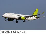 Private passenger jet lands at Airport at sunny day. Стоковое фото, фотограф Яков Филимонов / Фотобанк Лори