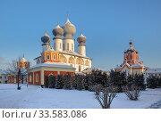 Купить «Tikhvin Assumption Monastery», фото № 33583086, снято 4 января 2016 г. (c) Юлия Бабкина / Фотобанк Лори