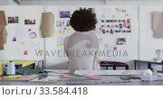 Mixed race woman working in fashion office. Стоковое видео, агентство Wavebreak Media / Фотобанк Лори