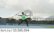 Side view of caucasian athlete throwing javelin. Стоковое видео, агентство Wavebreak Media / Фотобанк Лори