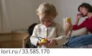 Купить «Front view of baby playing at home», видеоролик № 33585170, снято 12 апреля 2019 г. (c) Wavebreak Media / Фотобанк Лори