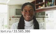 Купить «African hairdresser looking at the camera», видеоролик № 33585386, снято 19 сентября 2019 г. (c) Wavebreak Media / Фотобанк Лори